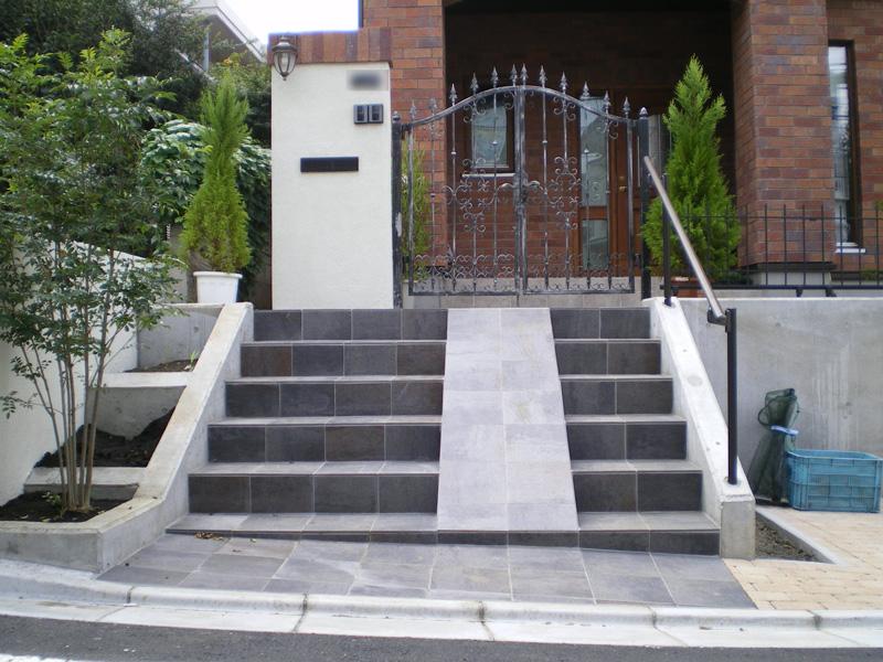 川越市のエクステリア玄関アプローチの完成